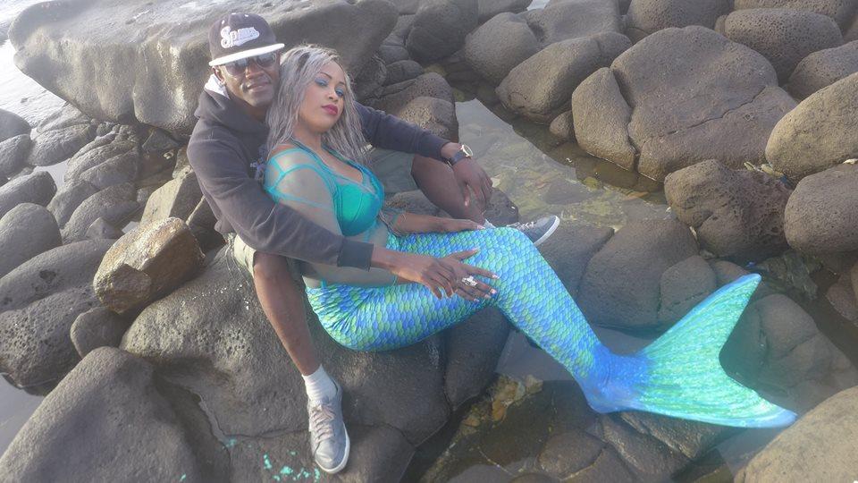 Guigui en mode Sirène dans les bras du journaliste Cheikh Coka