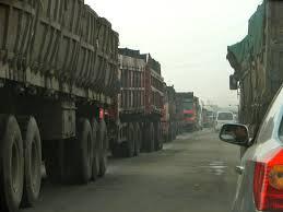 Grosse colère : Les transporteurs sénégalais bloquent la frontière avec la Gambie