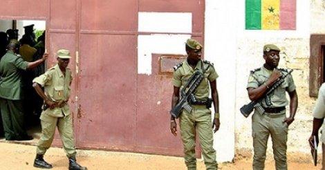 """Evasion spectaculaire de """"Boy Djinné"""" : L'enquête accable deux gardes pénitentiaires"""