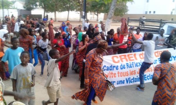 """Commémoration du 08 mars : Les femmes """"rewmistes"""" de Thiès appellent à voter « Non » au référendum"""