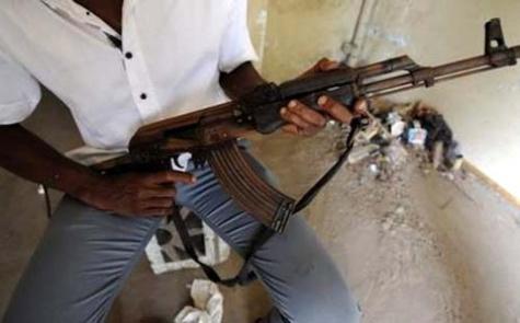Quatre personnes avec des armes de guerre commettent des vols à Dakar : La maison du Commissaire Thiandoum cambriolée