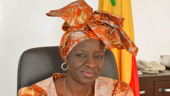 Campagne pour le « OUI »: Mimi Touré explique pourquoi ils doivent investir les médias