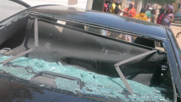 Thiès : Le véhicule de Abdou Mbow caillassé