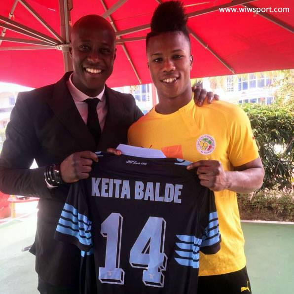 Le nouveau Lion Baldé Diao Keita pose avec Khalilou Fadiga…