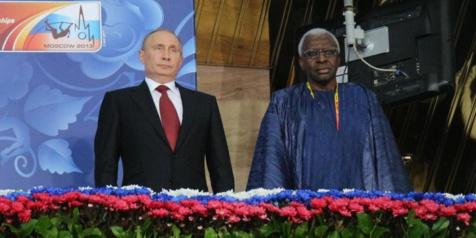 Pour services rendus à l'athlétisme russe: Lamine et Papa Massata Diack décorés par le Président Vladimir Poutine