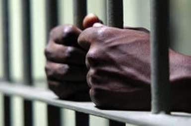 Détention et trafic de drogue : un mandat d'arrêt international et 15 ans de travaux forcés pour un trafiquant gambien