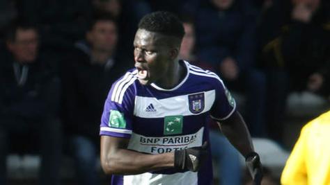 """Anderlecht : Kara Mbodj poursuivi pour son """"coup de boule"""" contre Joseph Akpala"""