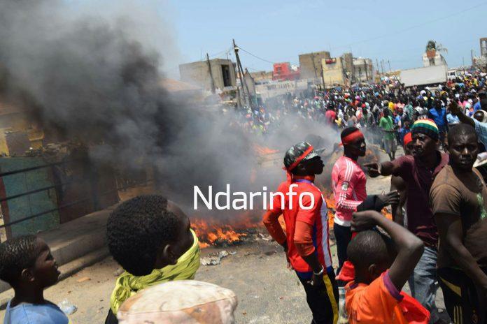 Saint-Louis : Des manifestants bloquent le pont de Guet-Ndar