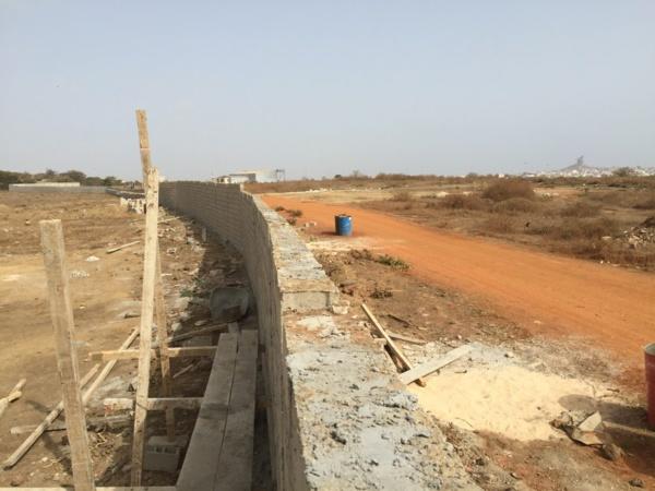 Syndrome Tobago de l'autre côté de l'aéroport, vers Ngor-Virage : Le mur vient d'être déplacé par ...