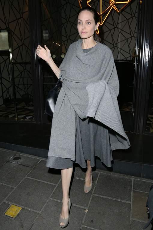 "Photos - ""Angelina Jolie ne pèse plus que 35 kilos"""