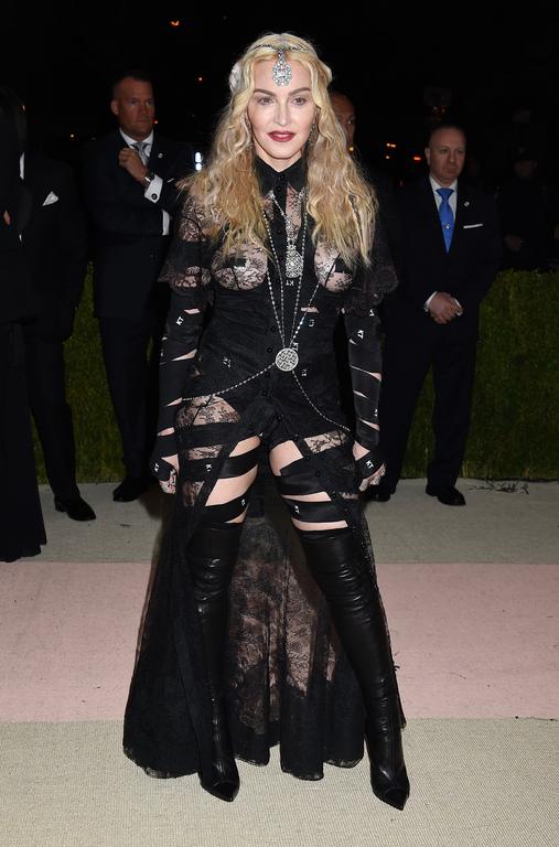 Met Gala 2016 : Madonna, fesses à l'air, sort le grand jeu