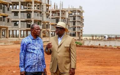 Les présidents Sall et Kondé, lors d'une visite sur le site de la nouvelle ville de Diamniadio