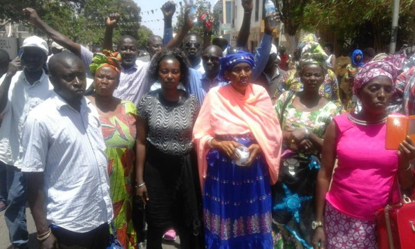 Gambie : Les manifestations reprennent à Banjul, le pouvoir durcit le ton