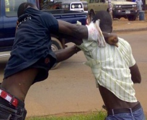 La Bagarre vire au drame…Le chauffeur de bus Tata donne un coup mortel au client