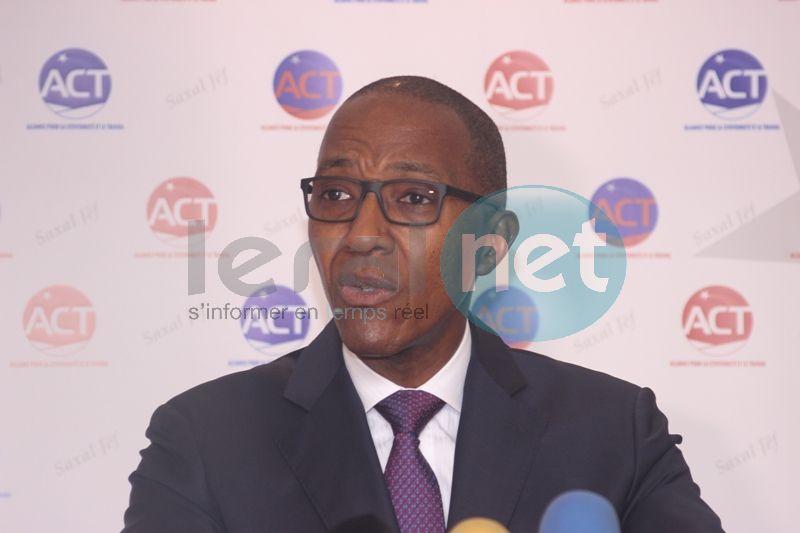Suivez en direct la première de Abdoul Mbaye en politique sur le site Leral.net