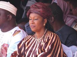 """Très """"Chon"""", madame Neneh Macdouall Gaye, la ministre gambienne des Affaires étrangères. Vous ne trouvez pas ?"""