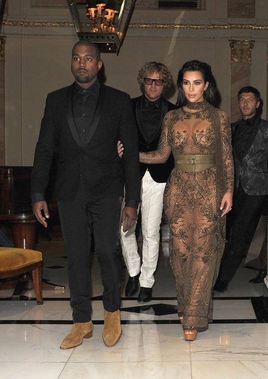 Kim Kardashian : sa robe transparente dévoile absolument tout ! (photos)