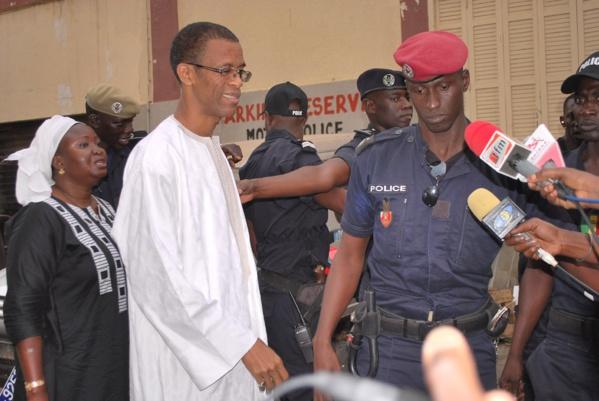 Association de malfaiteurs, violence et voies de fait, abus d'autorité : Le maire de Dakar-Plateau poursuivi par un vieux de 112 ans