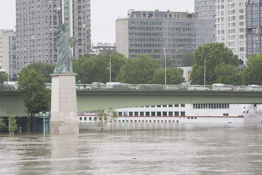 Le niveau de la Seine inquiète les Parisiens
