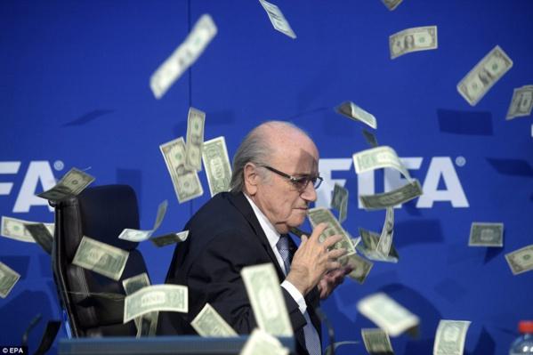 La Fifa encore dans la tourmente : La justice accuse Blatter, Valcke et Kattner de s'être partagé 80 millions de dollars