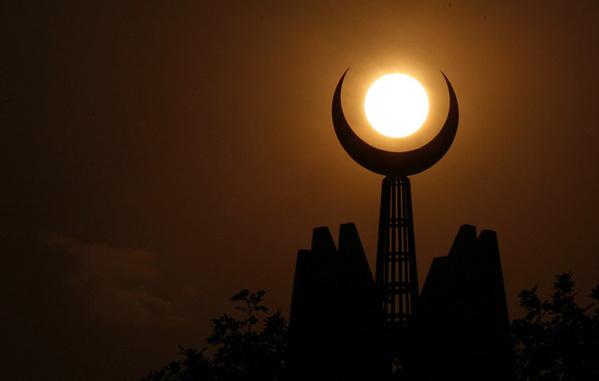 """Ramadan : """"Lundi, il sera possible de voir la Lune à l'œil nu, au Sénégal"""" (astronaute)"""