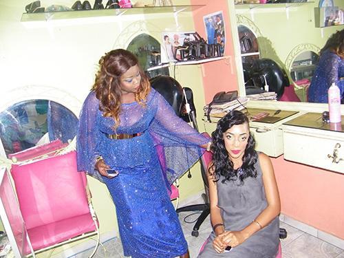 (03) Photos : Voici la coiffeuse Nabou Rfm (en bleu), décédé ce matin