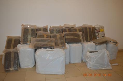 """Trafic de chanvre indien : Deux dealers, dont une femme, arrêtés à Yoff et Sandaga avec 220 kg de """"Brown"""""""