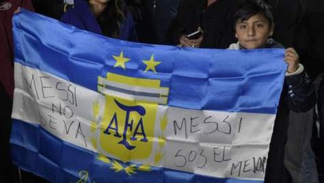 L'Argentine et Maradona supplient Messi de revenir sur sa décision