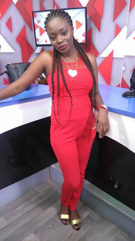 Safia de la Sen tv s'affiche en fashionista glamour