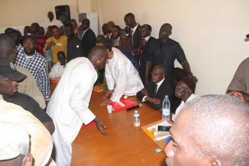 Meeting à la médina et Bureau politique à la maison du parti : Tanor et Khalifa se défient à distance
