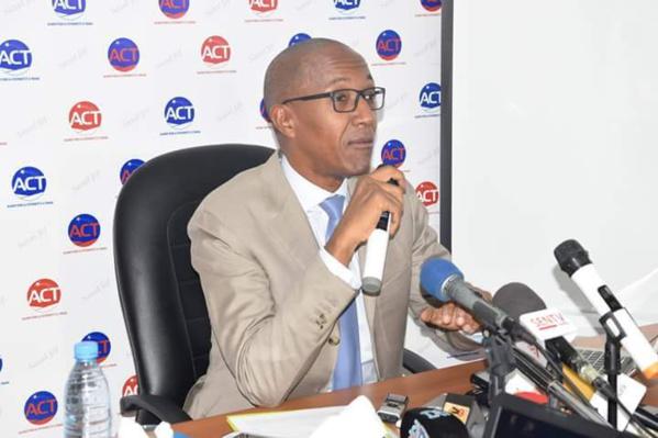 """Abdoul Mbaye prévient : """"On cherche une faille pour me rendre inéligible, mais je resterai un lion toutes griffes dehors"""""""