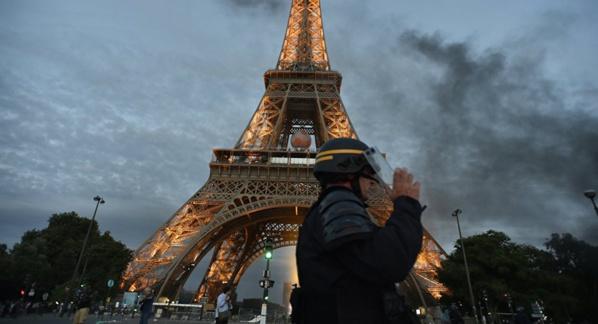 Fausse alerte attentat : La Tour Eiffel évacuée d'urgence