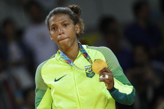 Il y a 4 ans, on traitait cette athlète de « singe » parce que « noire et originaire d'une favela ». Aujourd'hui, elle est championne olympique ! Une incroyable revanche sur la vie...