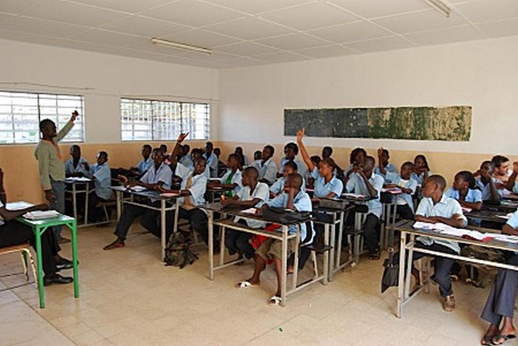 Quantum horaire grugé, baisse du recrutement d'enseignants, absence d'outils pédagogiques... : Sabotage organisé de l'Ecole publique
