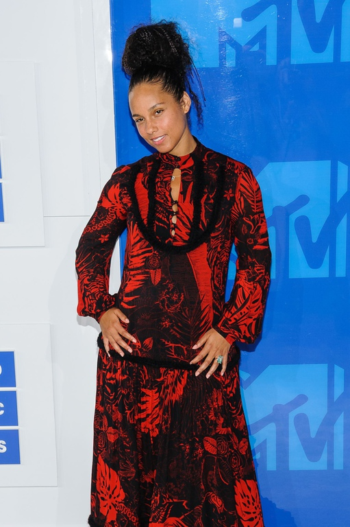 Alicia Keys s'affiche au naturel aux VMAs
