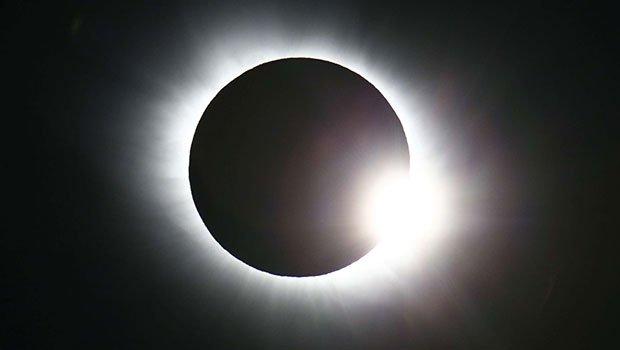 Éclipses annoncées en septembre : Les Sénégalais invités à se munir de lunettes de protection