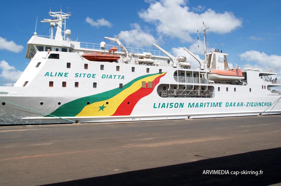 Liaisons maritimes Dakar/Ziguinchor: Aguène et Diambone mis aux arrêts