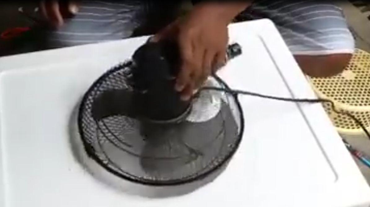 insolite un climatiseur fait maison. Black Bedroom Furniture Sets. Home Design Ideas