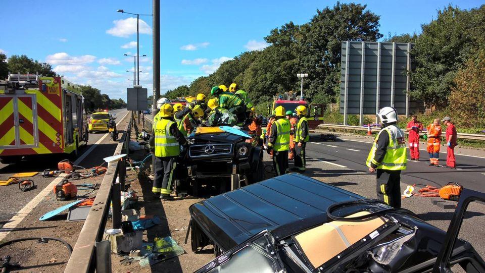 Photos accident : Comment les pompiers anglais ont sorti Pape Ndiaye Souaré de sa Mercedes