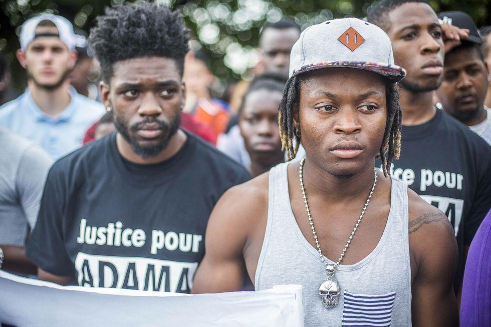 Mort d'Adama Traoré : l'audition d'un pompier révèle l'absence de réaction des gendarmes