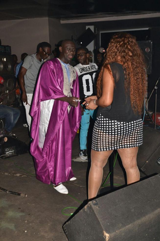Soirée de Pape Diouf au Blowy : L'habillement de cette fille choque le public