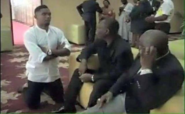 Arrêt sur image : Malgré ses milliards, Samuel Eto'o sait qu'il n'est rien devant son géniteur