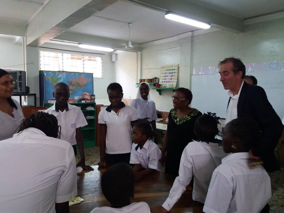L'ambassadeur de France a visité l'Institution Sainte jeanne d'Arc, « établissement historique » de Dakar, fondé en 1924 par les sœurs de la congrégation Saint Joseph de Cluny.