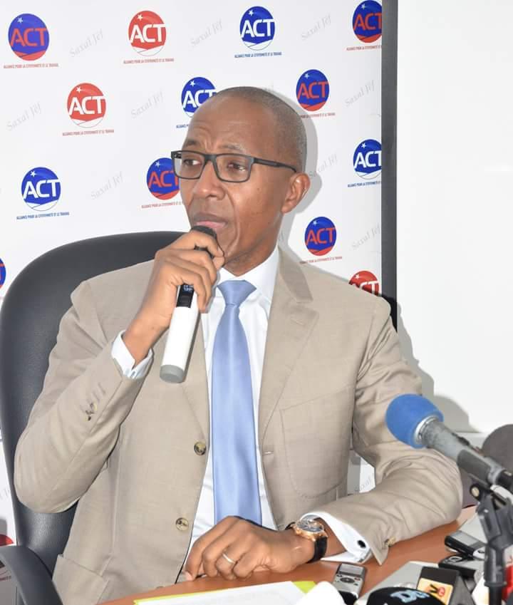 Interdiction de sortie du territoire : Abdoul Mbaye autorisé de nouveau à voyager
