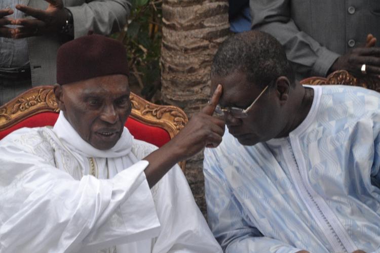 "Pape Samba Mboup défend Wade : ""Ousmane Ngom est un ingrat, Fayoul nar bi khoromame"""