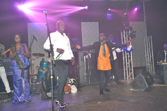 Vidéo: Salam Diallo montre qu'il est le roi des ambianceurs au Dock Haussman de Paris.