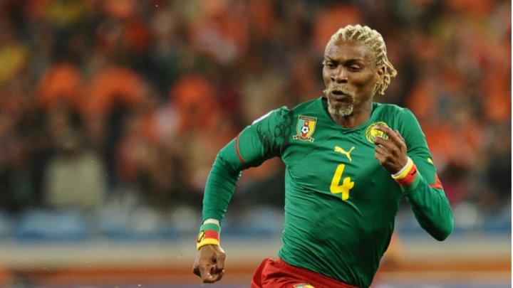 """L'ancien capitaine de l'équipe nationale de football du Cameroun, Rigobert Song, 40 ans, a été victime dimanche 2 septembre d'un accident vasculaire cérébral (AVC) et se trouvait lundi matin dans le """"coma"""", ont rapporté les médias locaux."""