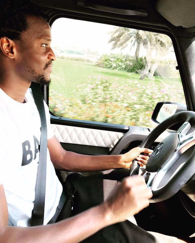 En vacances, Ibou Touré se balade avec des bolides de luxe