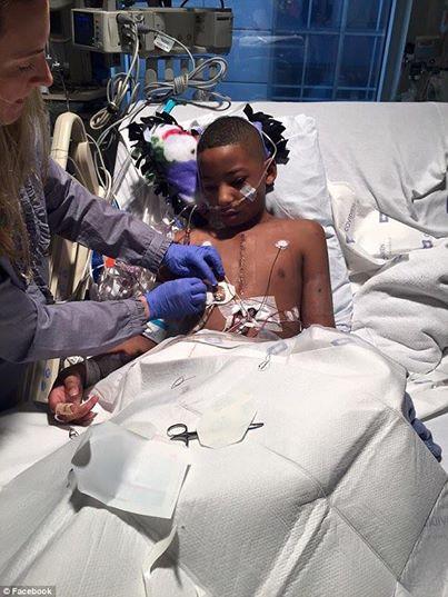 Un garçon reçoit un nouveau coeur et rencontre la famille du donneur