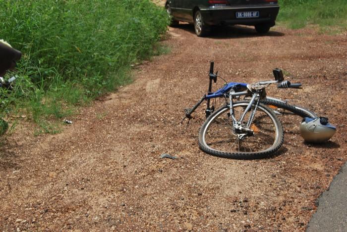 Photos - Collision entre un véhicule, une moto et un vélo à Nguékhokh